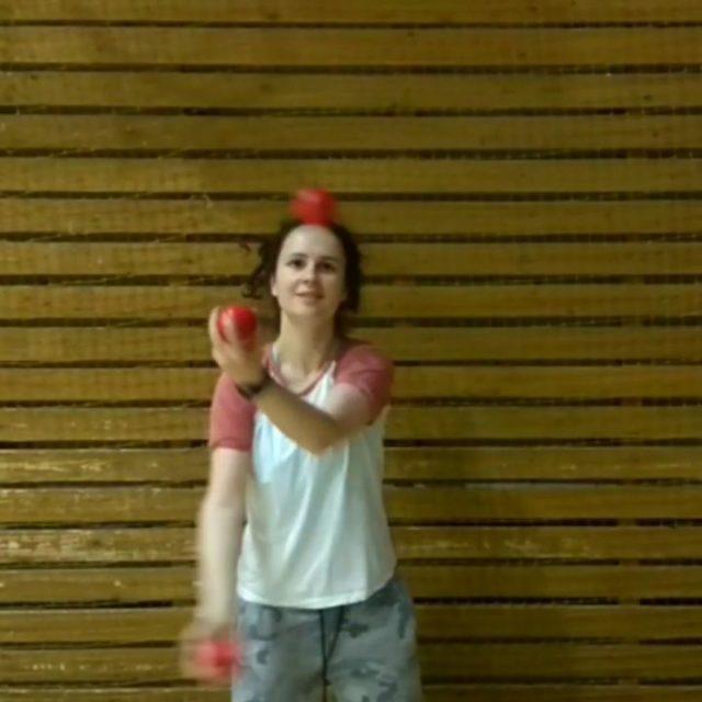 Попытка жонглировать не только мячиками, но и руками . . . . #punzuy_tricks #juggling #jugglingspb #jugglingcascade #millsmess #cascadejuggling #jugglingballs #juggler #jugglingrussia #jugglingfreestyle #motivation #tricks #flowarts #жонглирование #жонглер #мотивация #тренировка #жонглерспб