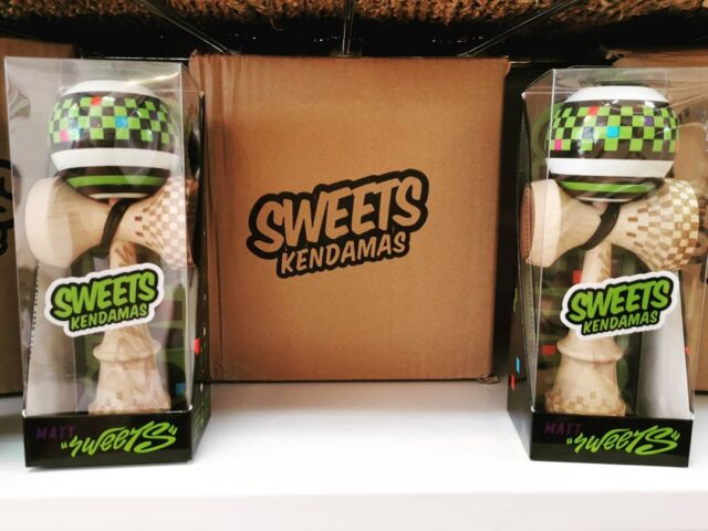 The new new has arrived!  Dropping tonight at 10pm UK time...  The Matt Sweets Legend Mod!!!  Serious excitement all round for this.   We also got a re-stock of lots of other tasty pro-mods.  So buy a dama, lace some tricks and spread some love  #cascadejuggling #sweetskendamas #levelupdaily #skilltoy #kendama #edinburgh #kendamauk